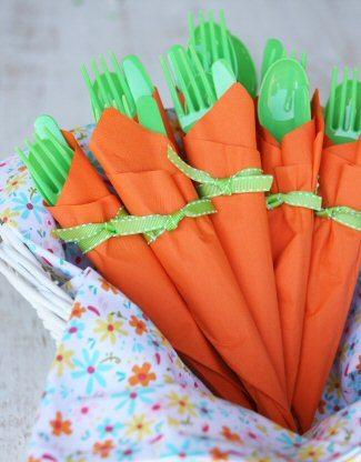 как сложить салфетку в виде морковки