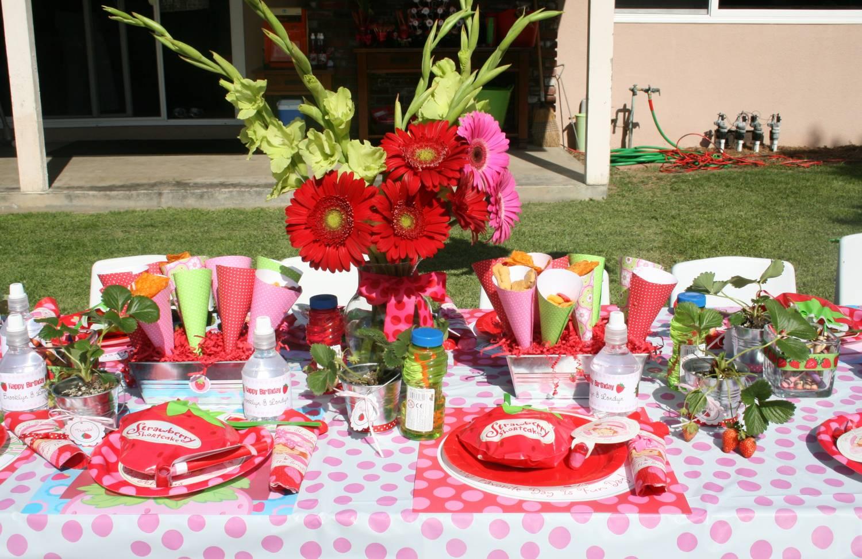 как оформить праздничный стол идеи