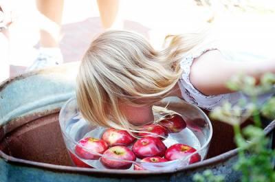 Игра «Достань яблоко»