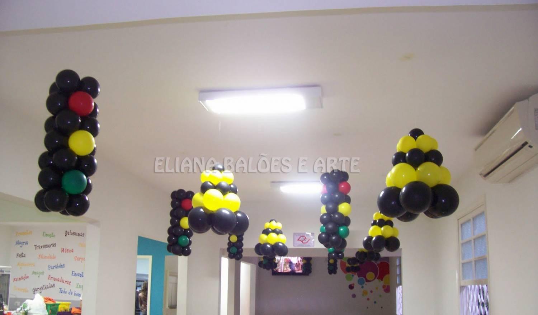 светофор из воздушных шариков