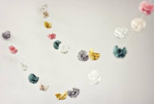 Цветочная гирлянда из ткани