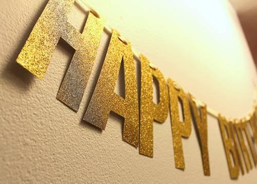 Поздравительная растяжка-«слово» из золотого картона