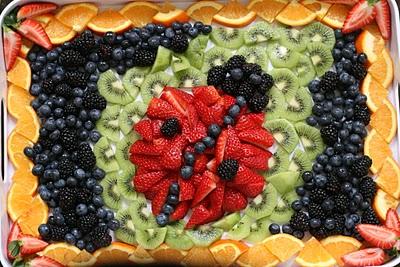 фруктовое ассорти в виде божьей коровки