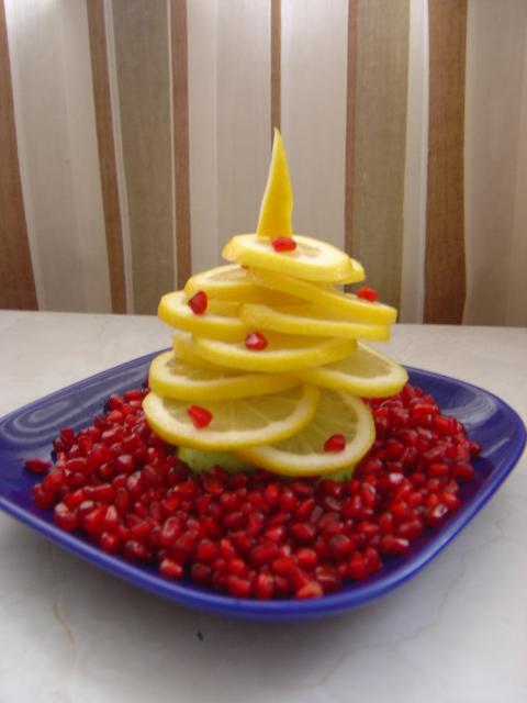 елка из лимона на новогодний стол