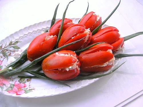 «Тюльпаны» из помидоров