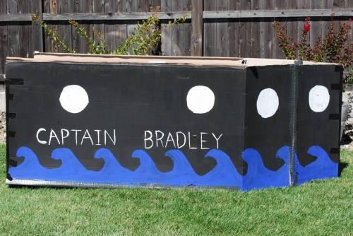 Пиратский корабль из картонной коробки