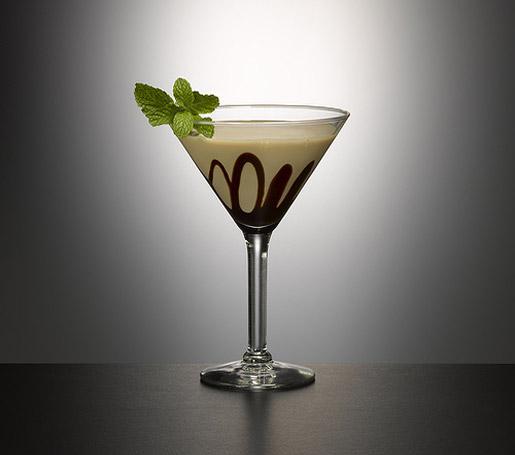 молочно-шоколадный коктейль милк шейк