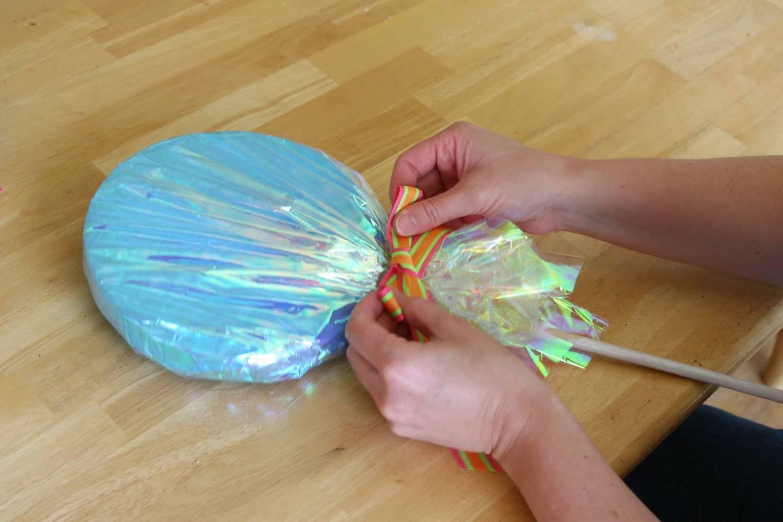 Как сделать большую конфету из бумаги своими руками
