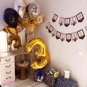 3 года в стиле Босс Молокосос в черно-золотом цвете