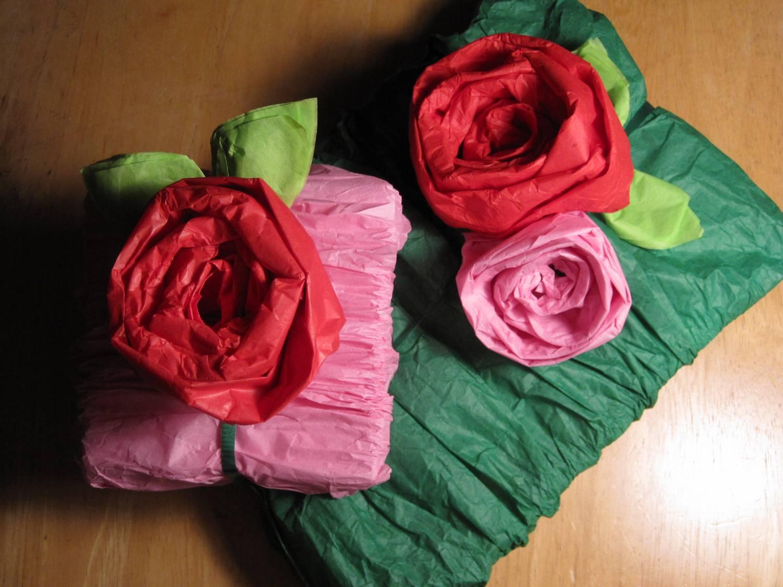 Как красиво упаковать подарок в гофрированную бумагу