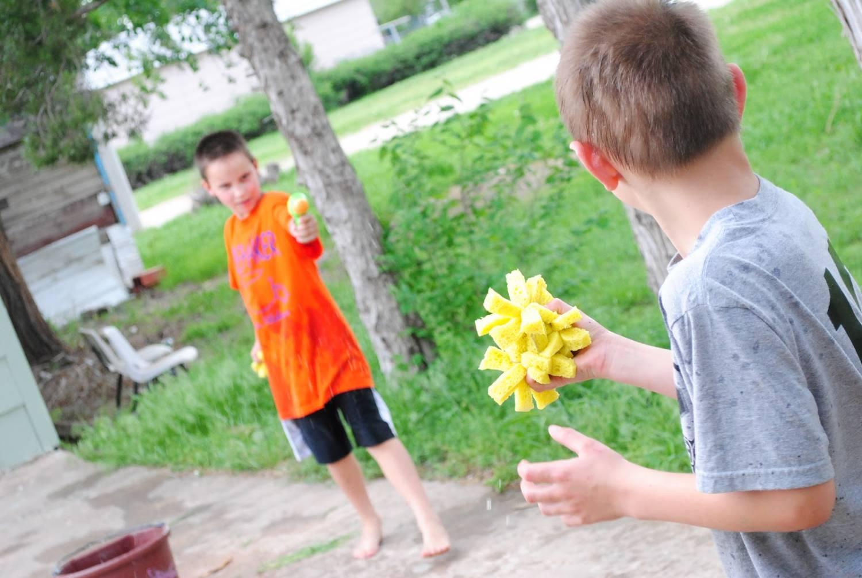 водяные бомбочки - летнее развлечение