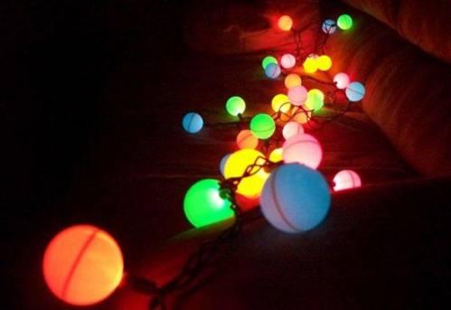 Новогодняя гирлянда из теннисных шариков своими руками