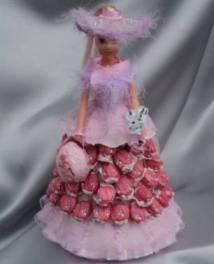 Кукла в юбке из конфет и роз