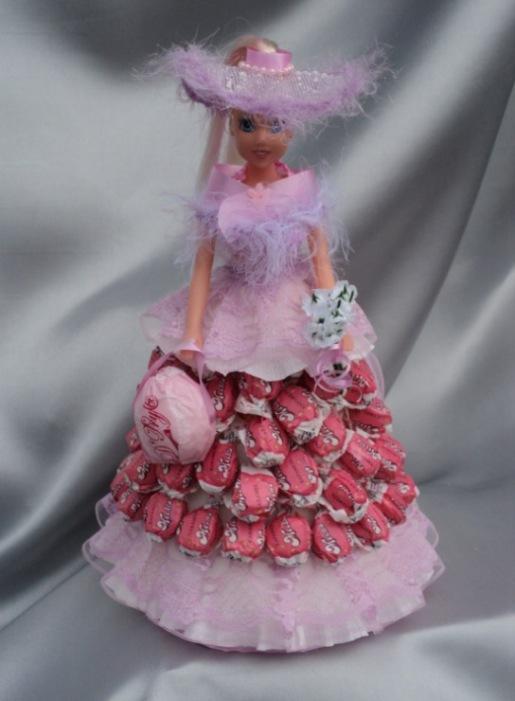 Юбка из конфет у куклы