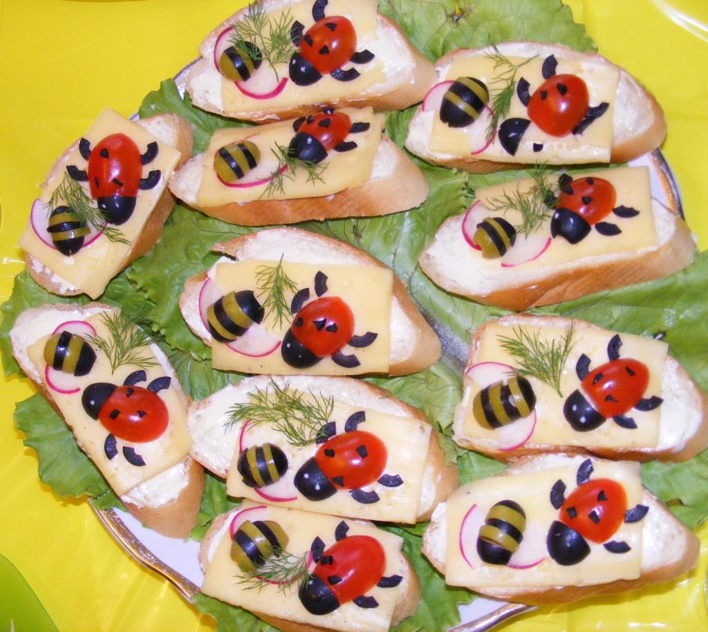 бутерброды с божьими коровками рецепт