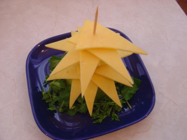 Как сделать из сыра елочку