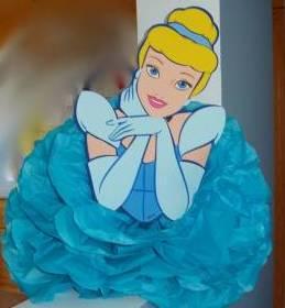 «Принцессы» из помпонов как сделать