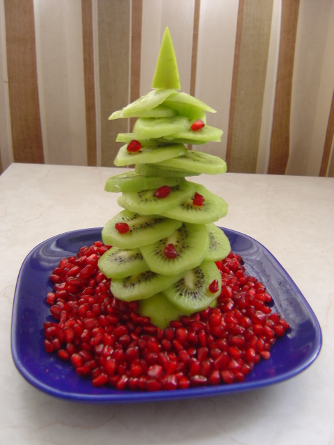 елочка из киви на новогодний стол