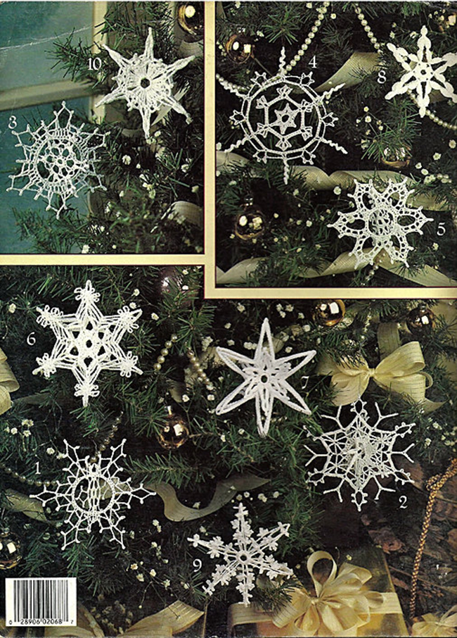 идеи украшения новогодней ели вязаными снежинками
