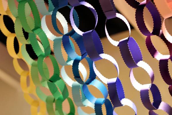 Гирлянда из бумажных колец (бумажные цепи)
