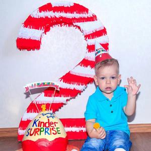 2 годика Тимуру в стиле Киндер Сюрприз фотографии